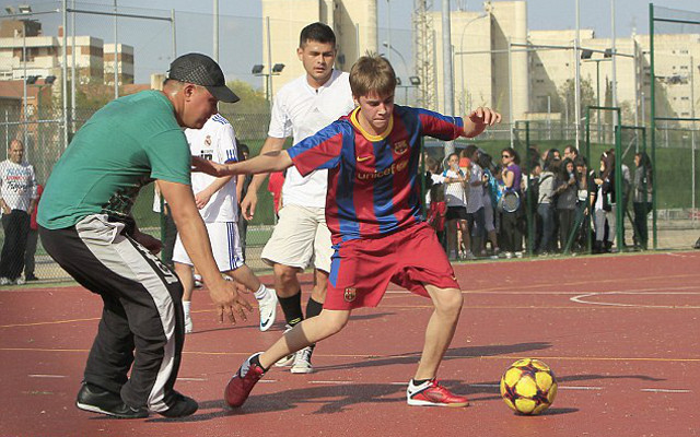 (Photo) Justin Bieber joins Barcelona stars in training