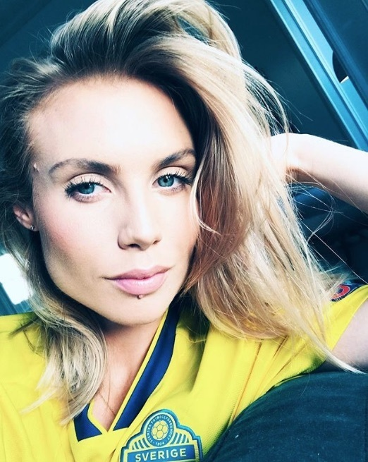 Maja Nilsson poses in Victor Lindelof's Sweden shirt