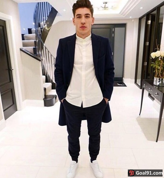 (Video) Bellerin celebrates signing six-and-a-half year deal with Arsenal