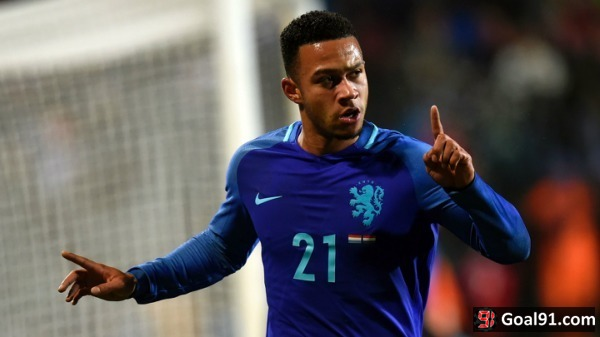 Premier League: Depay to fight for Manchester United place amid Everton links