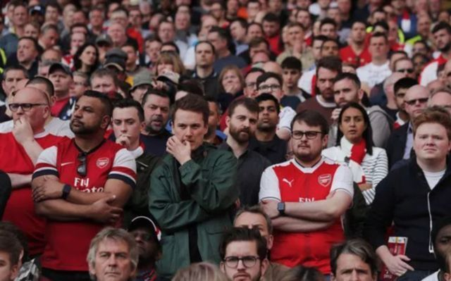 """""""Get rid"""" - These Arsenal fans call for club to sell Gunners star as one supporter brands player a """"waste"""" following poor display"""