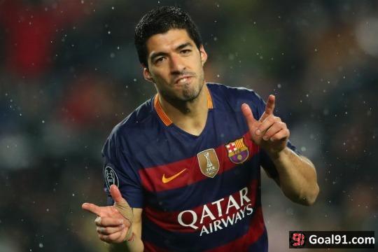 Hot Football Transfer Gossip: Man Utd and Man City 'battle for £135m Suarez'