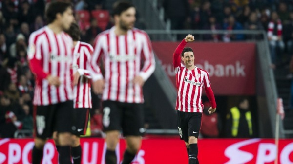Copa del Rey: Aduriz shines as nine-man Athletic hold off Barca in thriller