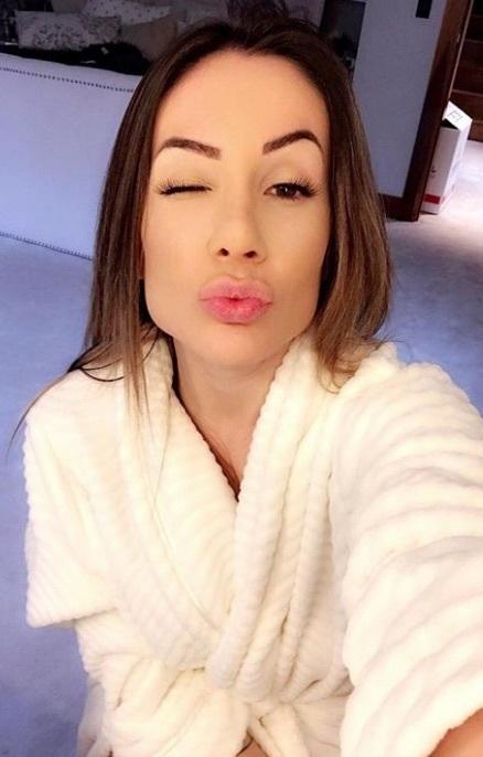 Larissa Pereira winking