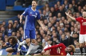 (Pictures) Chelsea lunger David Luiz deserved red card for this ugly tackle on Man United's Marouane Fellaini